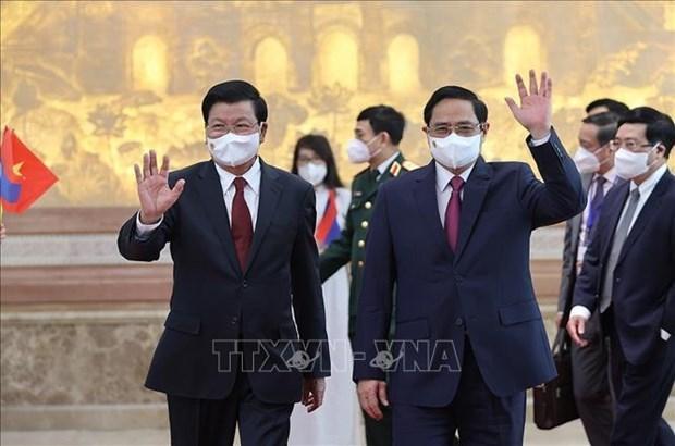 越南政府总理范明政会见老挝人民革命党总书记、国家主席通伦 hinh anh 1