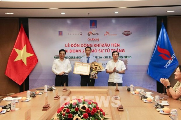 越南燃气公司迎来白狮子油田2A阶段的天然气 hinh anh 1