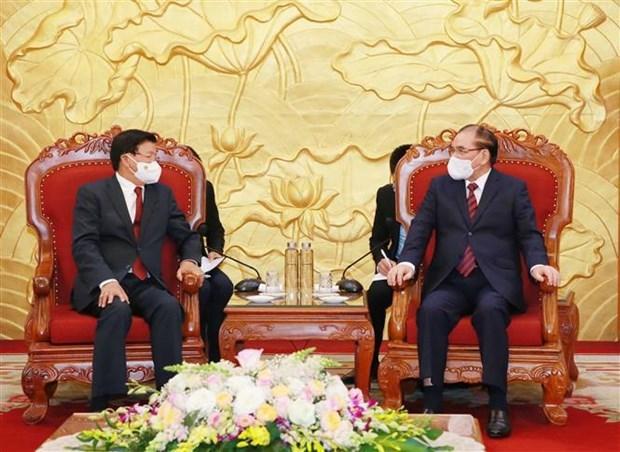 老挝人民革命党总书记、国家主席通伦会见前越共中央总书记农德孟和前国家主席陈德良 hinh anh 1