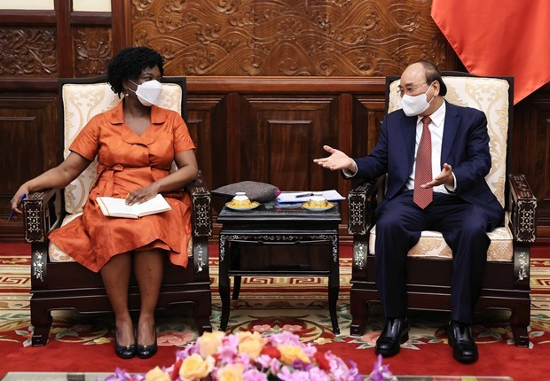 国家主席阮春福会见世界银行集团亚太高级副行长维多利亚·克瓦 hinh anh 1