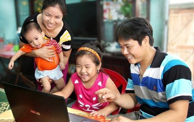 """""""家庭——温馨港湾""""图片展推崇越南家庭的价值 hinh anh 1"""