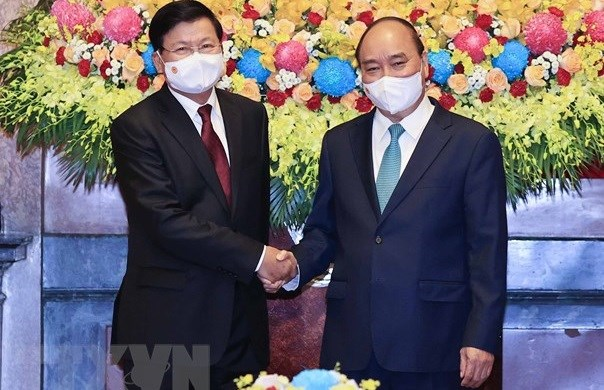 老挝领导访越之旅是两个民族的新历史里程碑 hinh anh 1