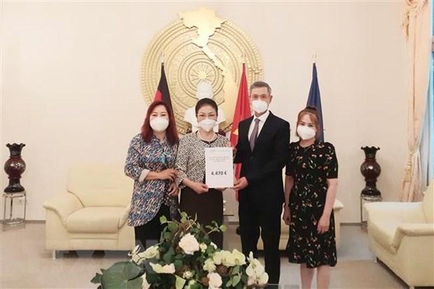 新冠肺炎疫情:旅德越南人社群继续捐款支援国内抗疫 hinh anh 1