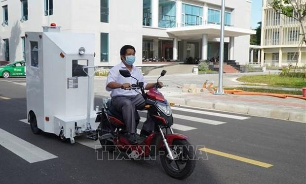 岘港市理工大学成功研发运输新冠患者的医用隔离箱 hinh anh 1