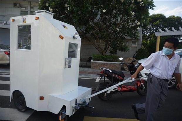 岘港市理工大学成功研发运输新冠患者的医用隔离箱 hinh anh 2