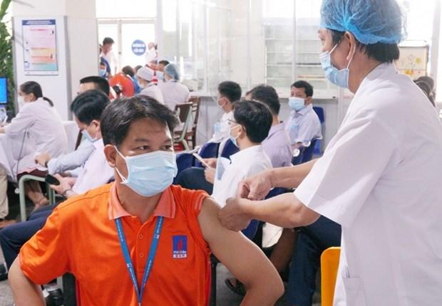 越南国家油气集团启动新冠疫苗接种 力争实现双重目标 hinh anh 1
