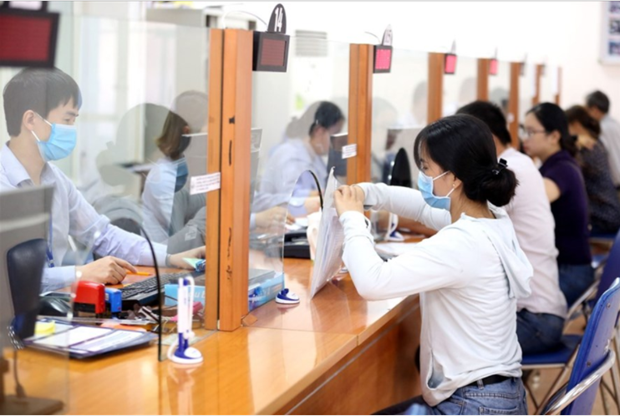 受新冠肺炎疫情影响 越南人平均收入减少1% hinh anh 1