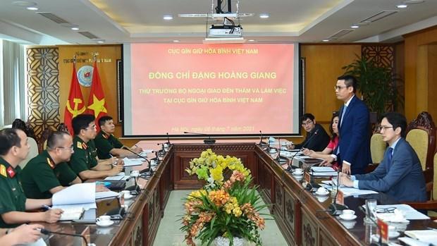 外交部副部长邓黄江率团来到越南维和局调研 hinh anh 2