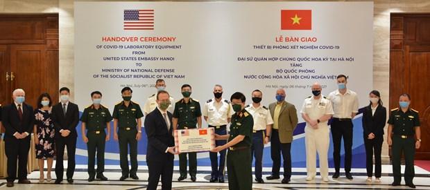 美国驻越南大使馆向越南国防部捐赠Covid-19实验室设备 hinh anh 1