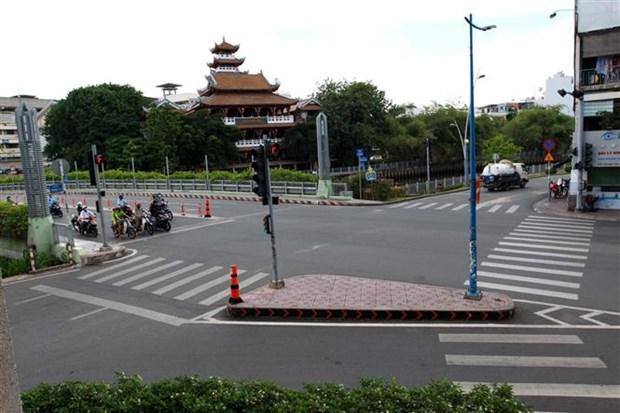 政府总理要求胡志明市进一步抓好新冠疫情防控工作 hinh anh 1