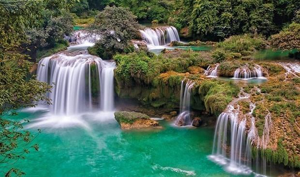 越南100个自然奇观在La Vie矿泉水瓶上推介 hinh anh 3