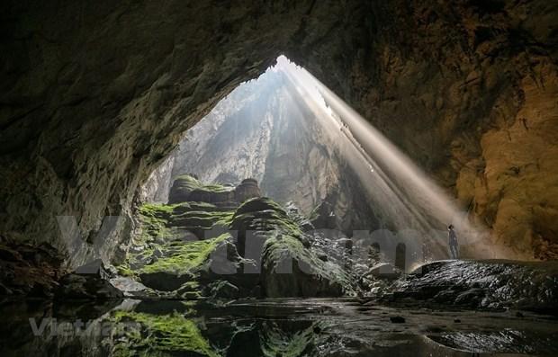 越南100个自然奇观在La Vie矿泉水瓶上推介 hinh anh 2