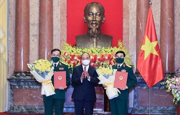 越南国家主席阮春福向国防部领导授予大将和上将军衔 hinh anh 1