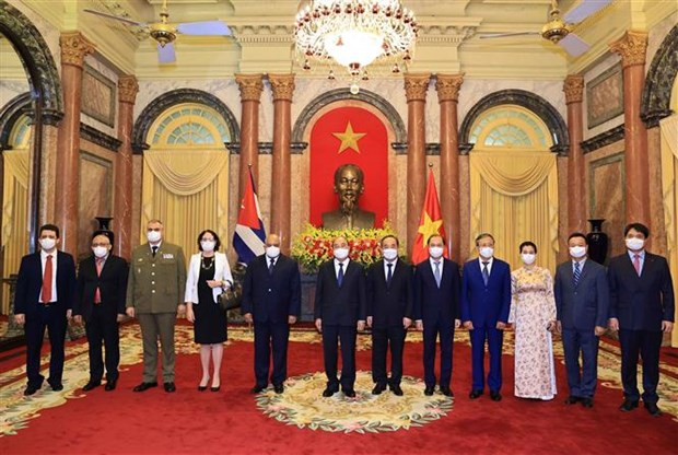国家主席阮春福接收4国新任驻越大使递交的国书 hinh anh 1