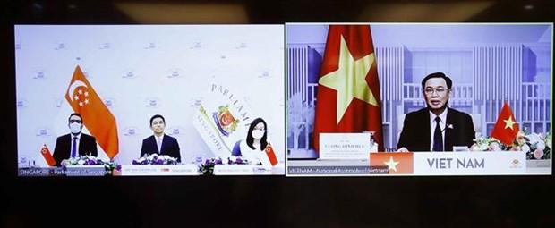越南国会主席王廷惠与新加坡国会议长陈川仁举行视频会谈 hinh anh 2