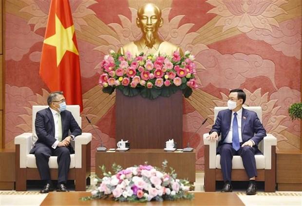 越南国会主席王廷惠会见菲律宾驻越大使梅纳多 hinh anh 2