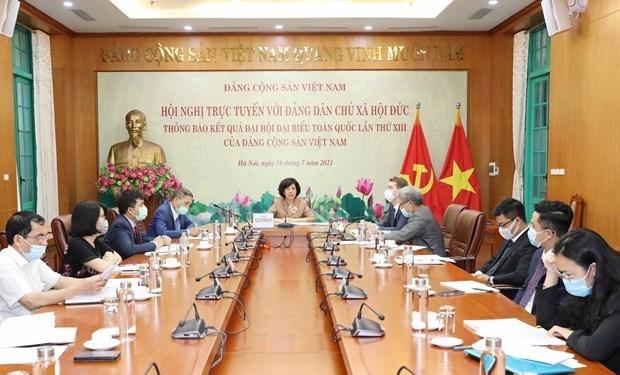 越南共产党向德国社会民主党通报越共十三大的结果 hinh anh 2