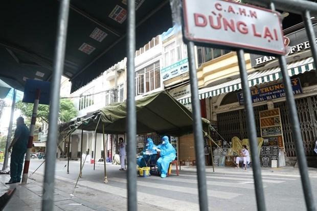 从7月19日零时河内市暂停所有非必要服务经营活动 hinh anh 1