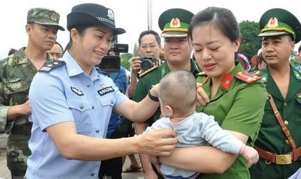 越南始终严厉打击拐卖人口犯罪 hinh anh 1