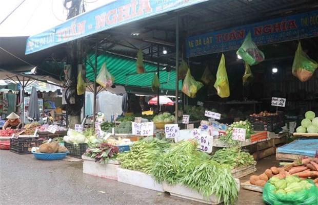 新冠肺炎疫情:胡志明市传统集市重新开放 优先销售食品及生活必需品 hinh anh 1