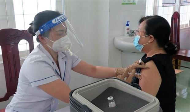 高平省为近2000人接种中国政府援助的国药疫苗 hinh anh 1