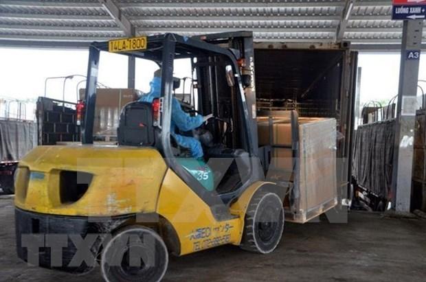 广宁省芒街口岸进出口货物量达逾100万吨 hinh anh 1