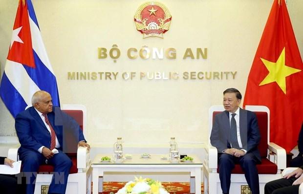 进一步促进越南公安部与古巴内务部之间的合作 hinh anh 1