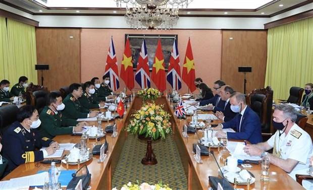 英国国防大臣罗伯特对越南进行正式访问 hinh anh 2