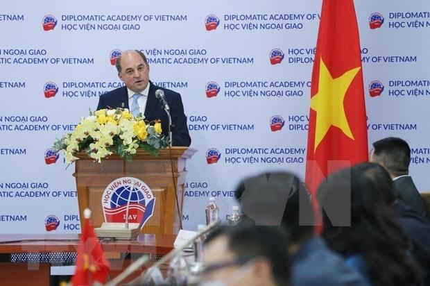 英国对越南国际地位不断提高给予高度评价 hinh anh 1