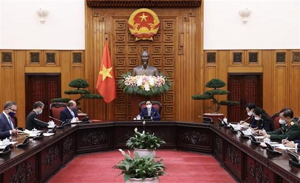越南政府总理范明政会见英国国防大臣罗伯特·本·洛班·华莱士 hinh anh 2