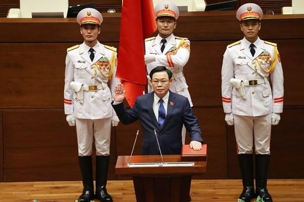 中国全国人大常委会委员长栗战书向越南国会主席王廷惠致贺电 hinh anh 1