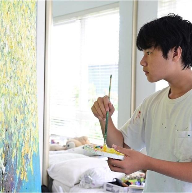 儿童画家小猪将绘画作品拍卖所得款项捐赠给新冠疫情防控基金 hinh anh 1