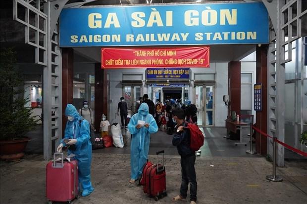 特殊列车承载胡志明市疫区的人员安全返乡 hinh anh 1