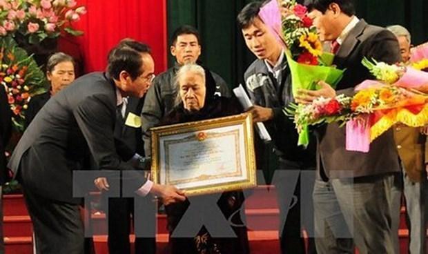 """越南政府总理决定向242位烈士授予""""祖国记功""""证书 hinh anh 1"""