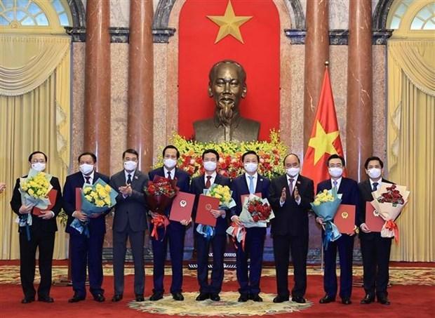 越南国家主席阮春福向2021-2026年任期政府成员颁发任命书 hinh anh 1