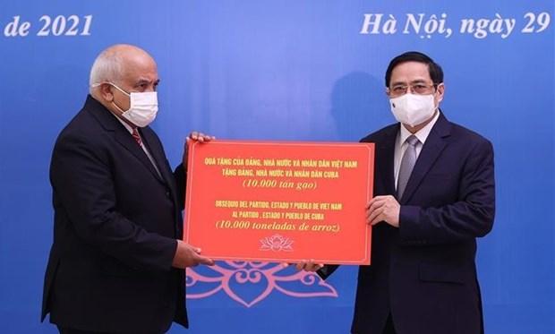 越南政府总理范明政会见古巴驻越大使 向古方捐赠大米 hinh anh 1