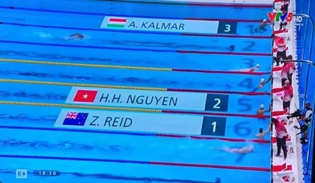 东京奥运会: 越南游泳运动员阮辉黄参加1500米自由泳比赛 hinh anh 1