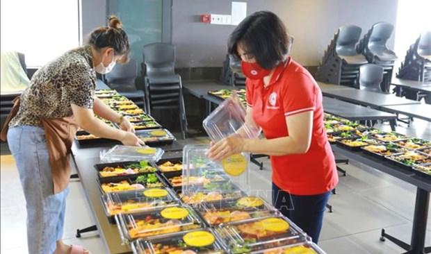 越南祖国阵线中央委员会向南部各省市提供170万份餐食 hinh anh 2