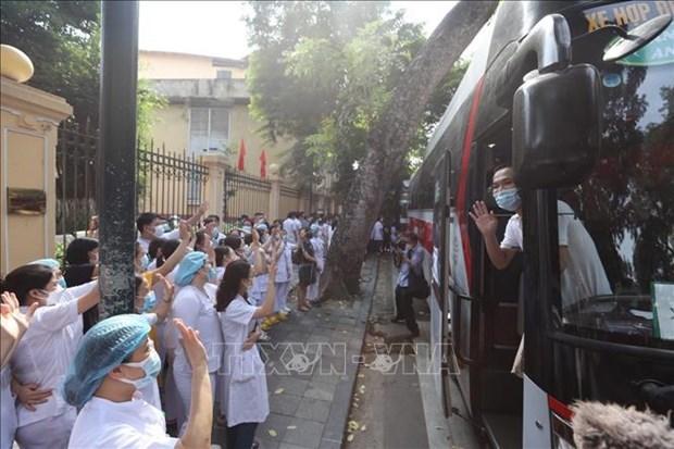越德医院超过300名医务人员携8吨医疗物资助力胡志明市抗击疫情 hinh anh 2
