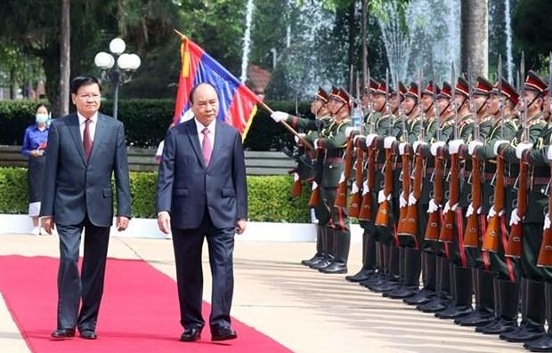 老挝总书记、国家主席以最高礼遇欢迎越南国家主席阮春福一行访问 hinh anh 1
