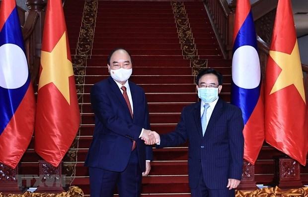 越南国家主席阮春福会见老挝总理和前党、国家领导人 hinh anh 1