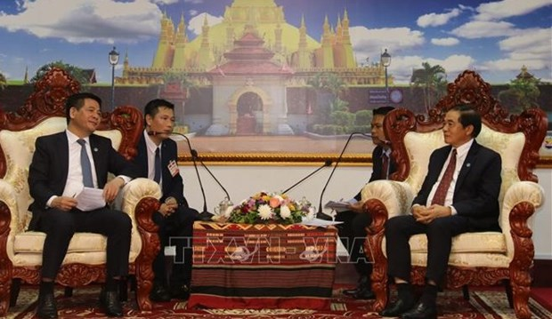 越南与老挝加强工业、贸易和司法合作 hinh anh 1