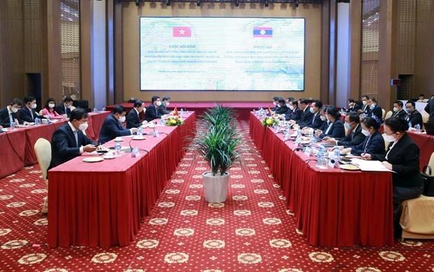 越南政府副总理黎文成与老挝政府副总理宋赛• 西潘敦举行会谈 hinh anh 1