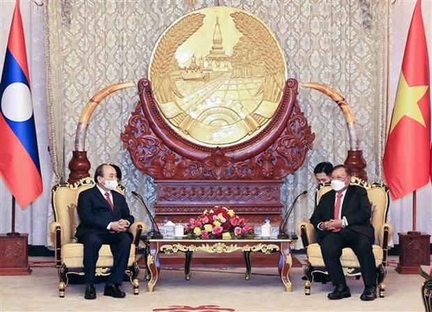 越南国家主席阮春福会见老挝总理和前党、国家领导人 hinh anh 2