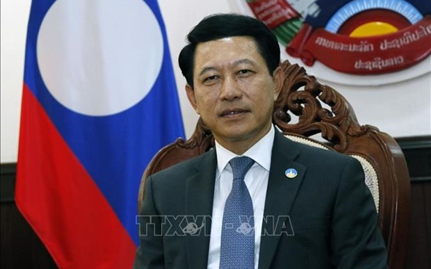 老挝外交部部长沙伦塞·贡马西:阮春福访老充分体现越老两国独一无二的特殊关系 hinh anh 1