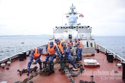 越南人民海军参赛队:海上训练科目在俄罗斯训练结果突出 hinh anh 1