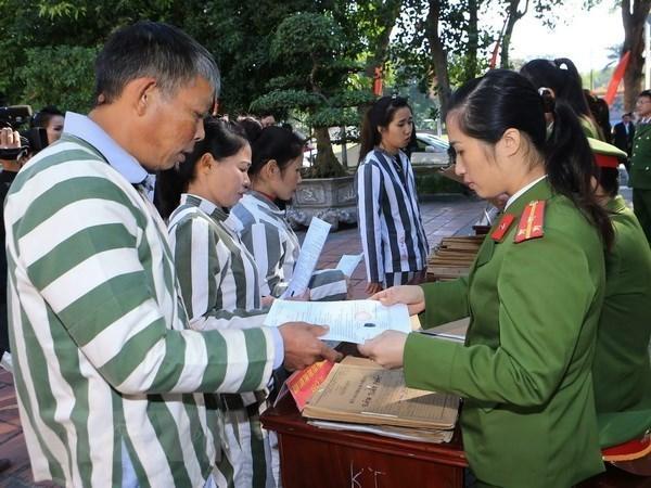 国家主席阮春福就2021年特赦的决定召开会议 hinh anh 2