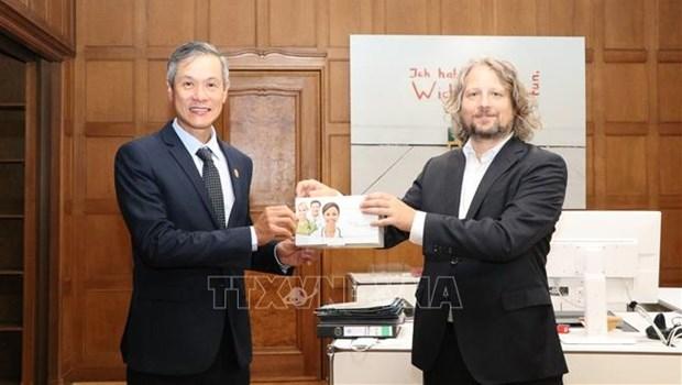 德国首都柏林向越南捐赠3万套快速检测试剂盒 hinh anh 1