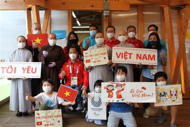 2020年东京残奥会:旅日越南人为越南运动员加油助威 hinh anh 1