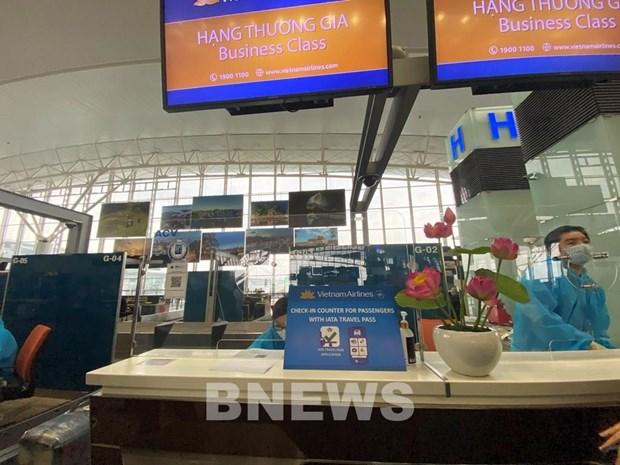 越南至欧洲首个试行电子健康护照航班成功执飞 hinh anh 1